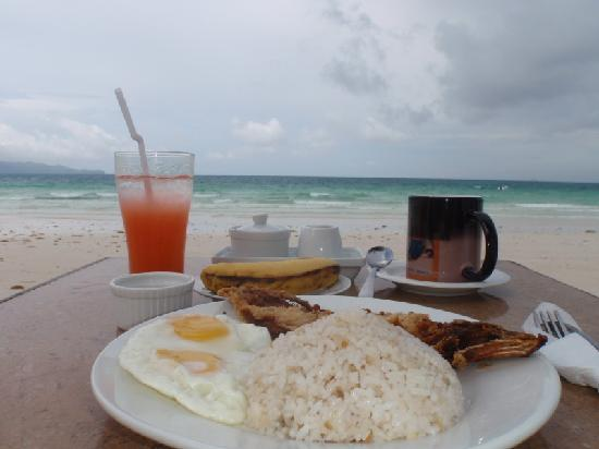 Boracay Beach Club: Breakfast