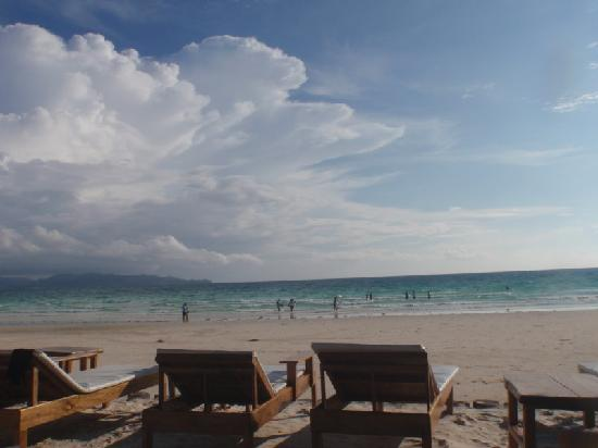 Boracay Beach Club: Breachfront cafe, magnificent view!