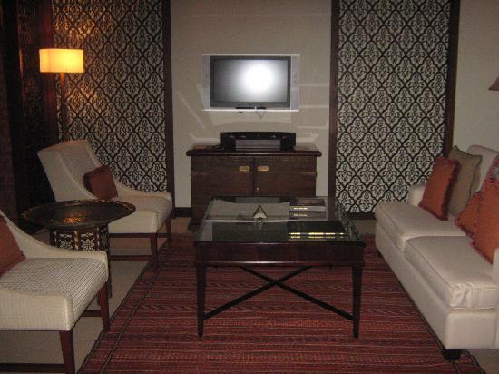 โรงแรมเดอะพาเลสดิโอด์ทาว: Living room of our suite