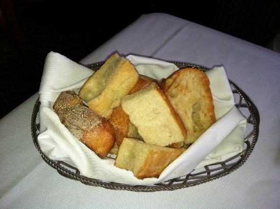 Della Notte Ristorante: Table Bread