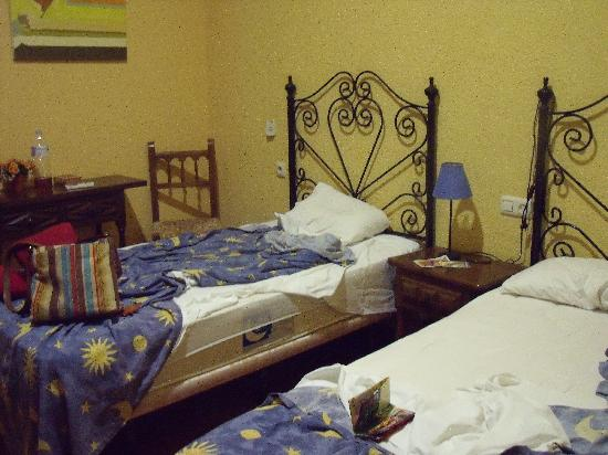 Arteaga Hostal : Twin Beds