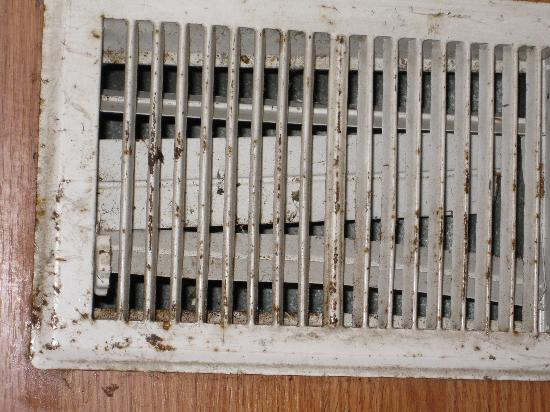 Backhome Log Cabins: Dirty floor vent