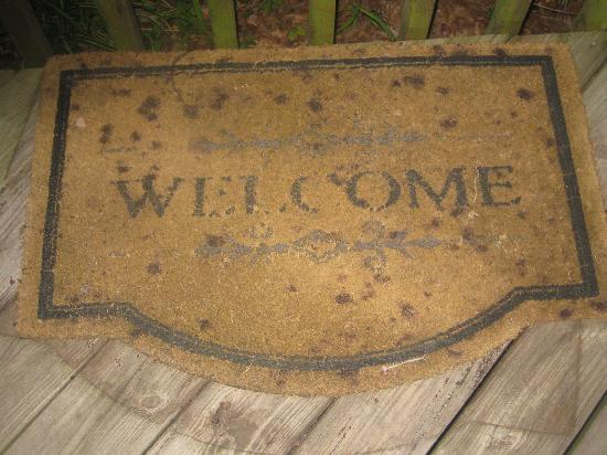 Backhome Log Cabins: Welcome mat
