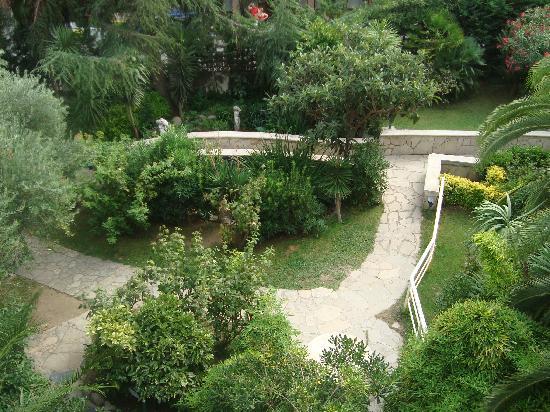 Gran Hotel Don Juan : Bel giardino