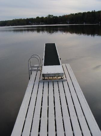 Fiddle Lake Farm: Dive off the deck into a lake of calm.
