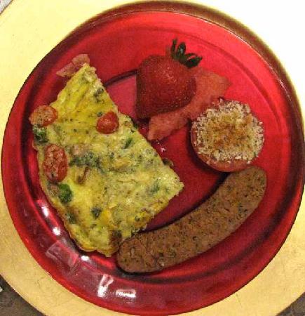 Barrister's Bed & Breakfast: Fresh veggie frittata with chicken sausage