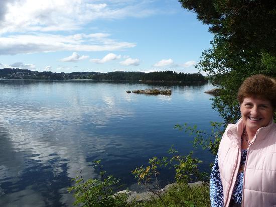 พิพิธภัณฑ์โทรลด์เฮาเก็นเอ็ดวาร์ดกรีก: A beautiful setting on a sunny day!