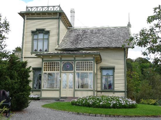 พิพิธภัณฑ์โทรลด์เฮาเก็นเอ็ดวาร์ดกรีก: Edvard Grieg's home - museum and home are a MUST!