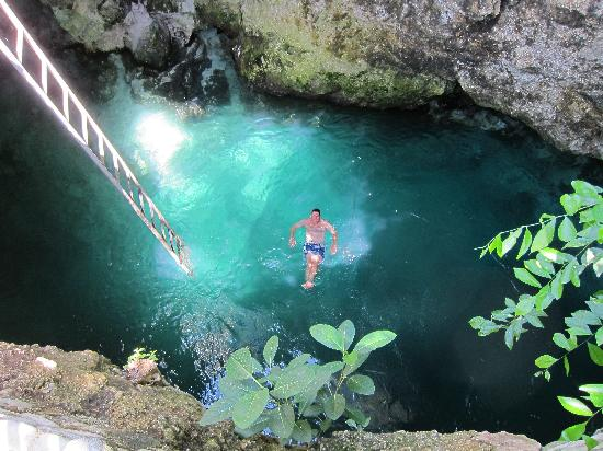 Little Bay, Jamaica: Blue Hole