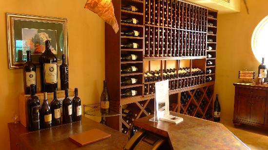 Signorello Estate Winery: Nice wine tasting and collection room