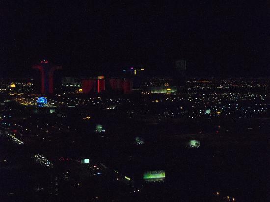 โรงแรมทรัมพ์ อินเตอร์เนชั่นแนล ลาสเวกัส: view from room at night