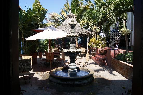 Bahia Todos Santos: Hotel California  courtyard