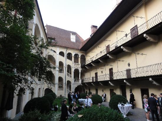 Hotel Schloss Obermayerhofen: Wedding cocktail area