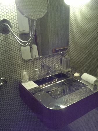 โรงแรมดรีมดาว์นทาว์น: Environmentally unfriendly sink