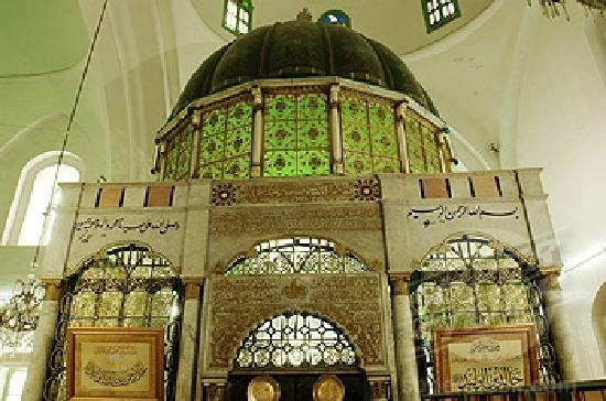 Khalid ibn Al-Walid Mosque: The dome over the Shrine