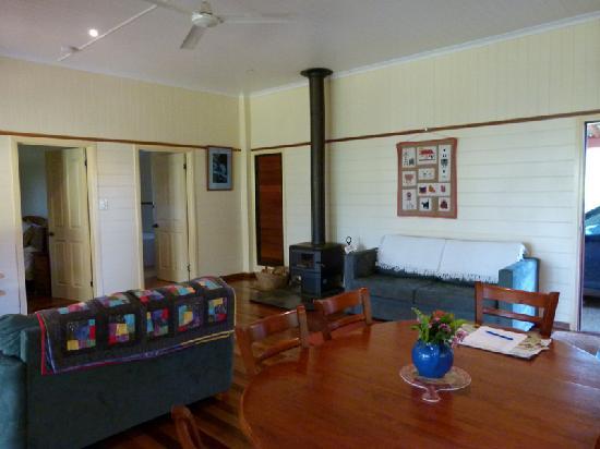 Bushland Cottages & Lodge: Kingfisher living room