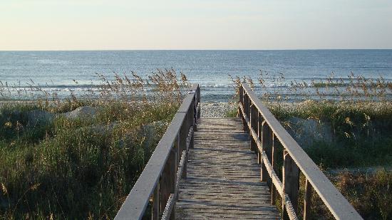 โอเชียนไอเซิลบีช, นอร์ทแคโรไลนา: walk way to beach