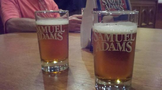 Harpoon Brewery & Beer Hall: Our samples! Yummm