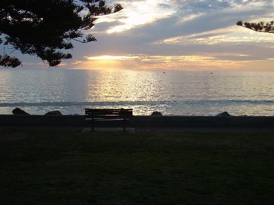 อพาร์ทเมนท์สซีวอล: Sun setting