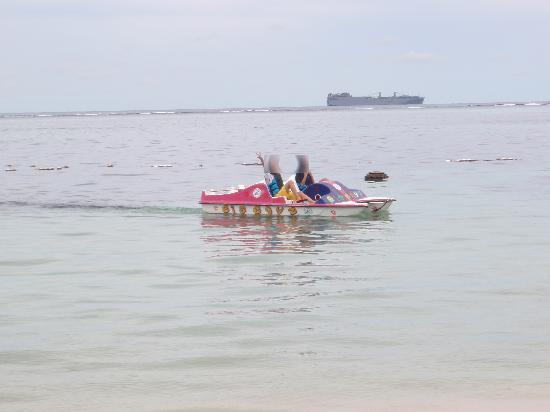 Kanoa Resort Saipan: プライベートビーチには、色々なボートが無料で使い放題