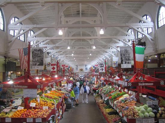 Saint John City Market: Market's center aisle
