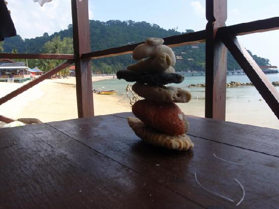 Salang Indah Resort: Entertainment - balancing rocks!