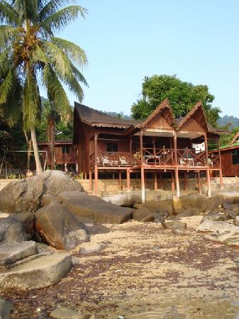 Salang Indah Resort: Chalet at low tide