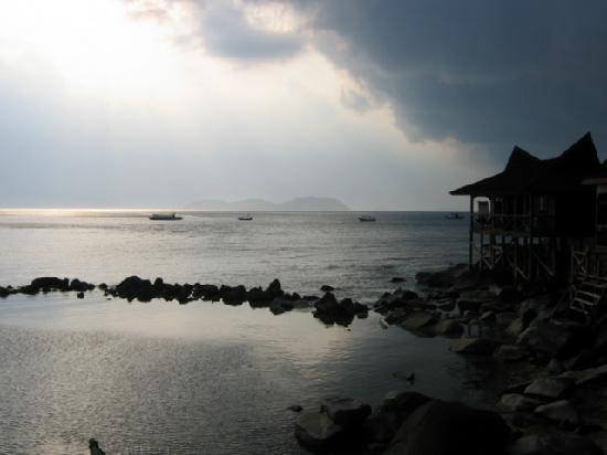 Salang Indah Resort: Great location for storm watching