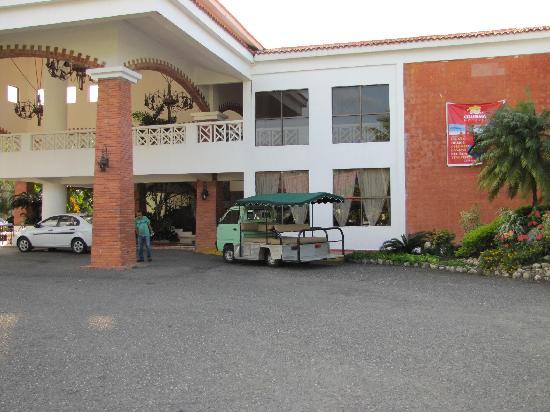 Hotel Beach House Playa Dorada: Front entrance