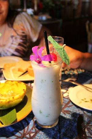 Mama's Fish House: coconut refresher