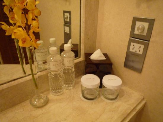 โรงแรมคอนราด เซ็นเทนเนียล สิงคโปร์: Water