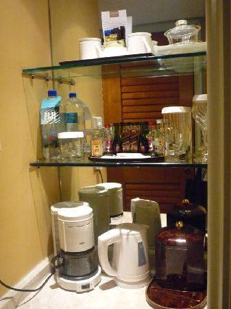 โรงแรมคอนราด เซ็นเทนเนียล สิงคโปร์: Alcohol & hot drinks