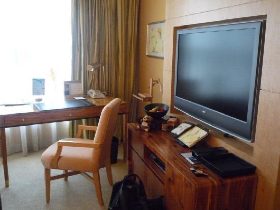 โรงแรมคอนราด เซ็นเทนเนียล สิงคโปร์: Working desk