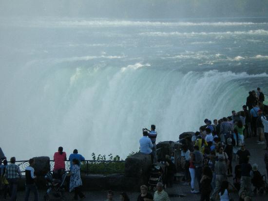เอมบาสซี่สวีทส์ บาย ฮิลตันไนแอการ่าฟอลส์ ฟอลส์วิวโฮเต็ล: Horseshoe Falls