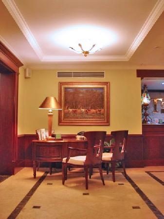 Toscana Inn Hotel: Conserje