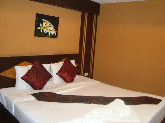 โรงแรมเดอะเกรท เรสซิเดนซ์: Big, comfy bed.