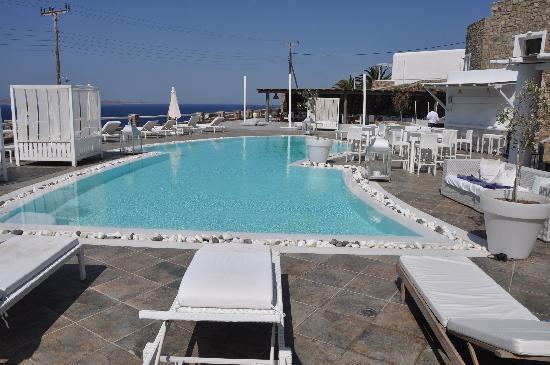 โรงแรม & สปา ร็อคคาเบลล่า ไมโคโนส อาร์ท: View from the hotel