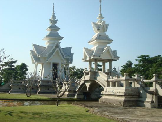 วัดร่องขุ่น: Temple view