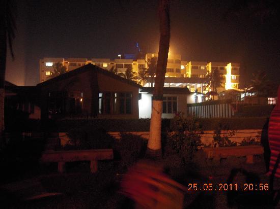 Hotel Holiday Resort: Hotel from Sea Beach side