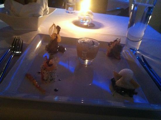 เดอะ รีเฟลกชั่นส์: appetizer: lobster bisque. terrine foigras,goat cheese, Alaska crab meat and frog leg