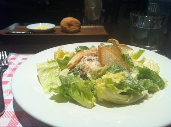 Hyde & Seek Gastro Bar: Caesar salad