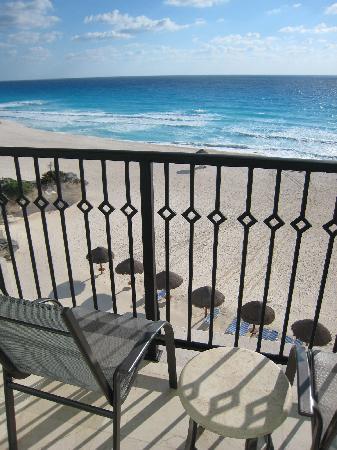 Grand Park Royal Luxury Resort Cancún: バルコニーにも椅子があります