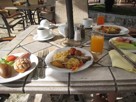 Grand Park Royal Luxury Resort Cancún: 朝からお腹いっぱい