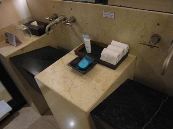 Grand Park Royal Luxury Resort Cancún: おしゃれな洗面台