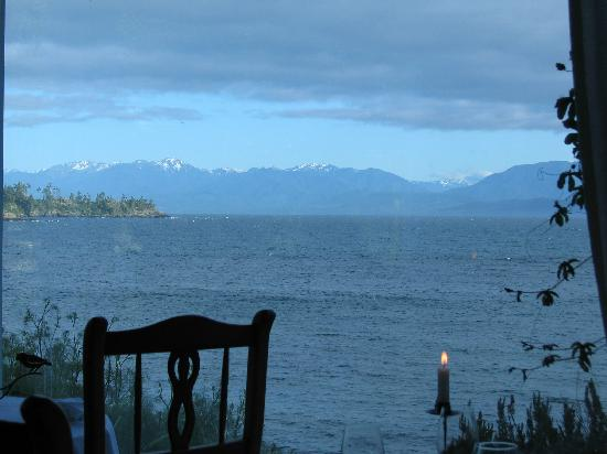 Sooke Harbour House: Mountains