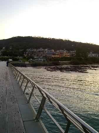 Grand Pacific Hotel Lorne: Hotel from the pier.