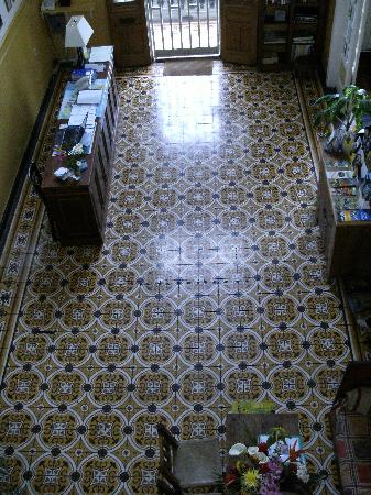Posada Del Museo: Entry way with original tile.