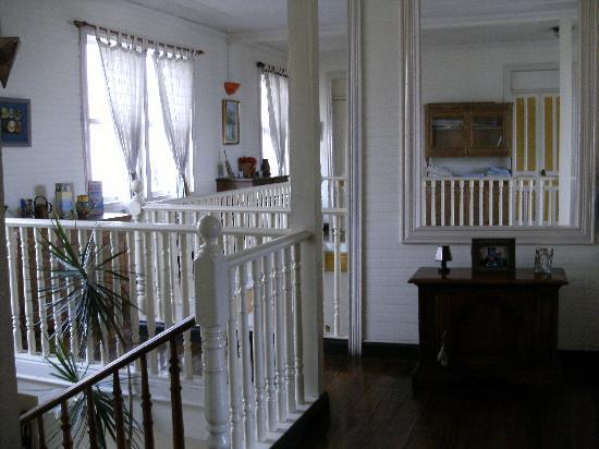 Posada Del Museo: Hallway upstairs.