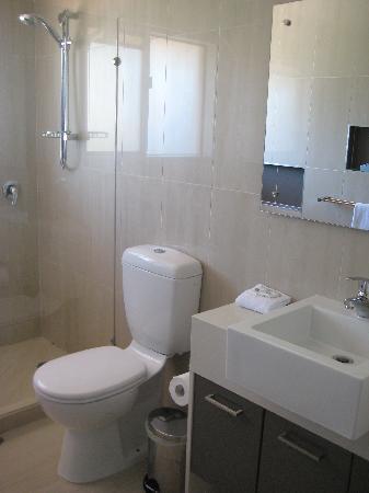 นอทิลุส นูซ่า ฮอลิเดย์ รีสอร์ท: Bathroom