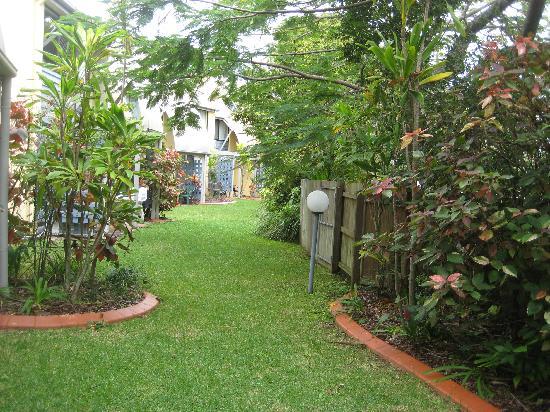 นอทิลุส นูซ่า ฮอลิเดย์ รีสอร์ท: Gardens